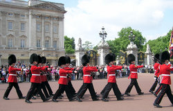 Guardias a Buckingham Palace